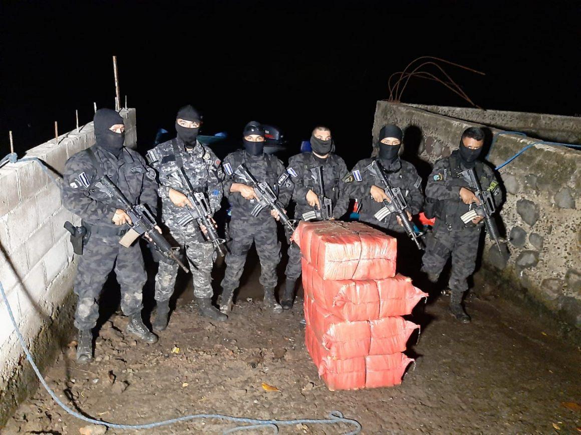 Policía decomisó 50 kilos de cocaina que estaban enterrados en San Vicente