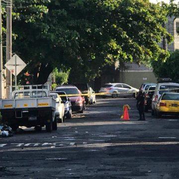 Hombre víctima de un robo a mano armada recibió un impacto de bala en San Salvador