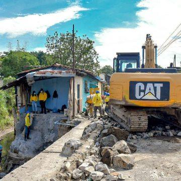 MOP realiza obras de mitigación en rivera del río Acelhuate.