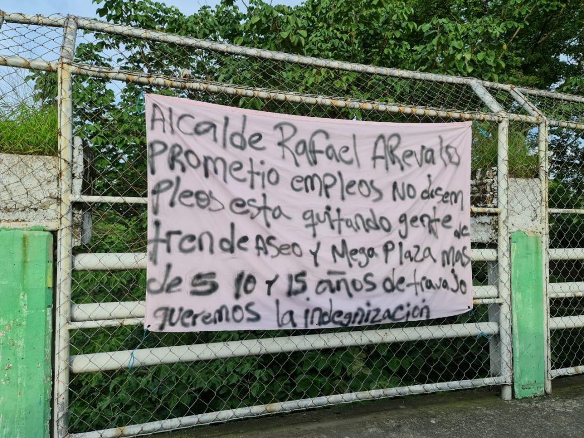 """""""Alcalde Rafael Arévalo prometió empleo no desempleo"""" dicen los empleados que han sido despedidos de la Alcaldía de Sonsonate"""