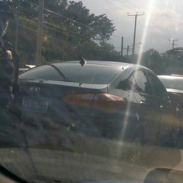 Leve accidente de tránsito en la calle Acaxual, Sonsonate