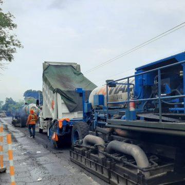 FOVIAL realiza trabajos en la calle el Litoral hacia el Desvío de Acajutla