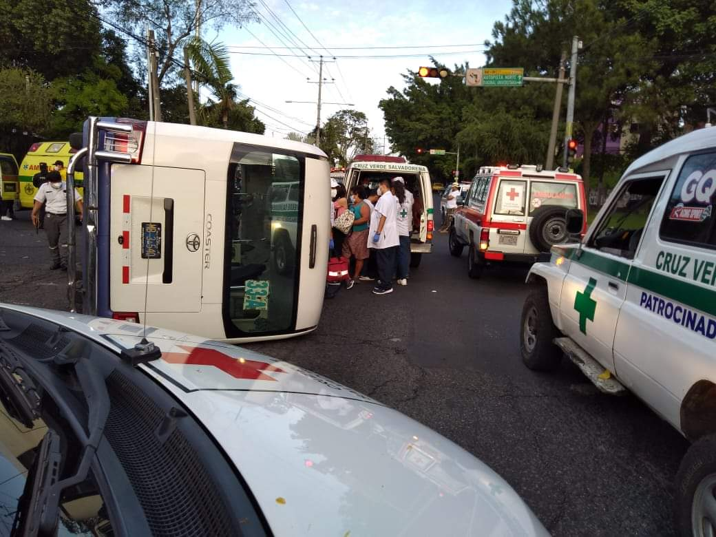 Nueve lesionados en un accidente de tránsito en la Diagonal Universitaria Norte