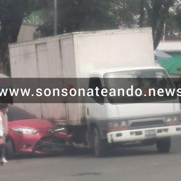 Accidente de tránsito por la despensa familiar de la terminal nueva en Sonsonate