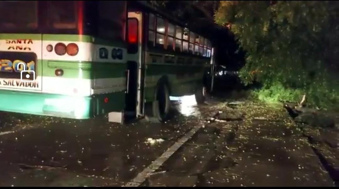 VIDEO: Lesionados en accidente de Santa Ana