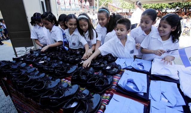 Gobierno sin dinero para dar el segundo uniforme del año a estudiantes