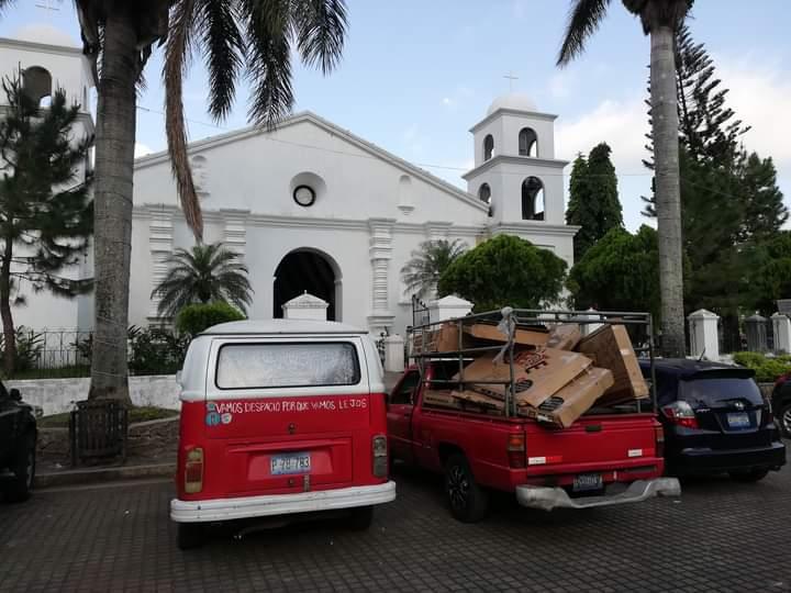 Piden no obstruir la entrada principal de la Iglesia Colonial de Nahuizalco