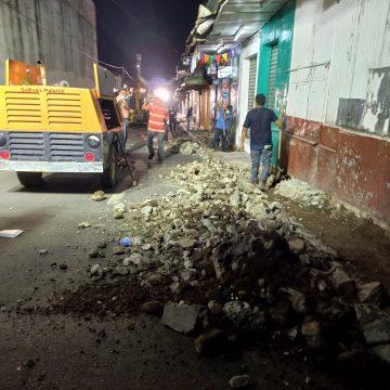 Una calle del centro de Sonsonate está cerrada