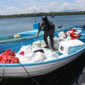 PNC y FGR incautaron 1,370 kilos de cocaína en Punta Remedios, Acajutla, Sonsonate