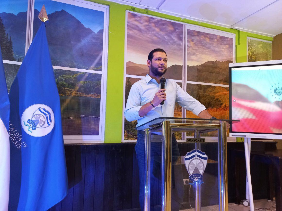 "Alcalde de Sonsonate Rafael Arévalo no considera ""caro"" inversión en celulares"