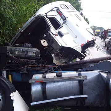 Accidente en el desvío Los Mangos, carretera a Sonsonate