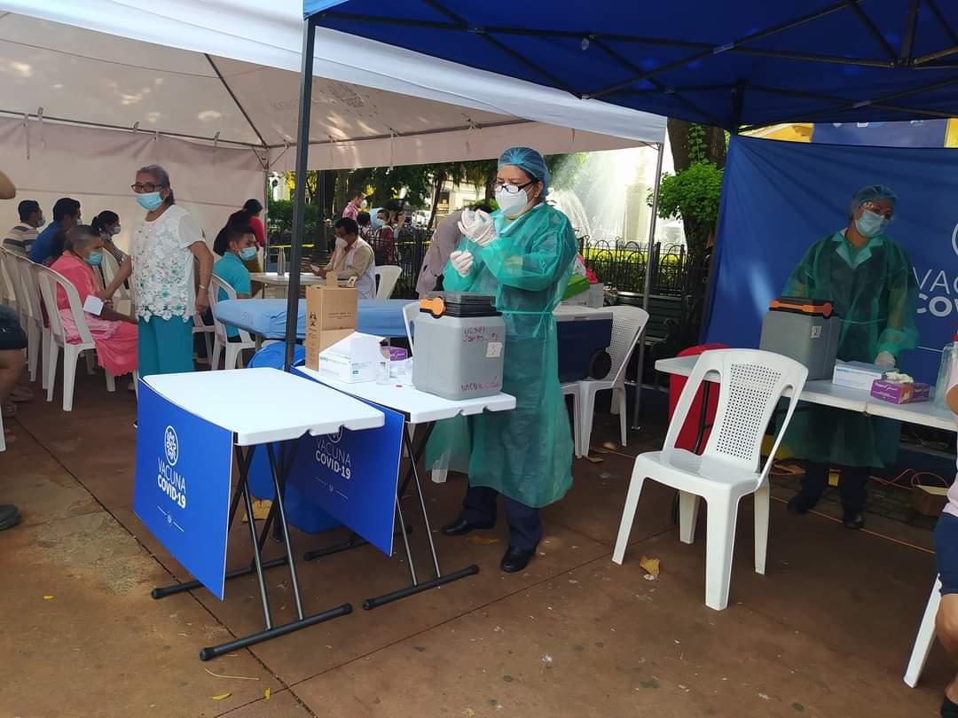 Alcalde Rafael Arévalo le ofrece al Ministro de Salud vacunar contra el Covid-19 a la población sin cita  en Sonsonate