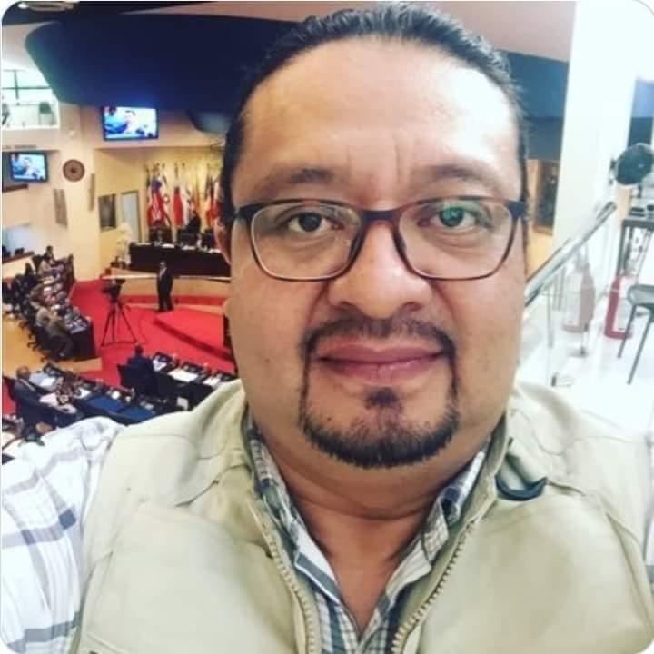 Elevan oración por periodista en estado grave