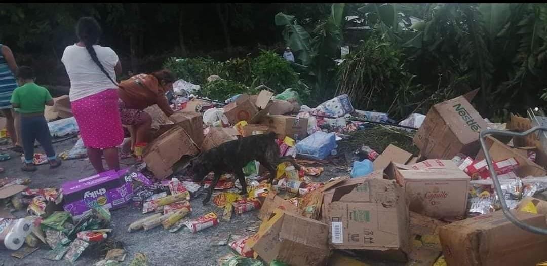 Vehículo sin frenos se accidenta en Juayúa