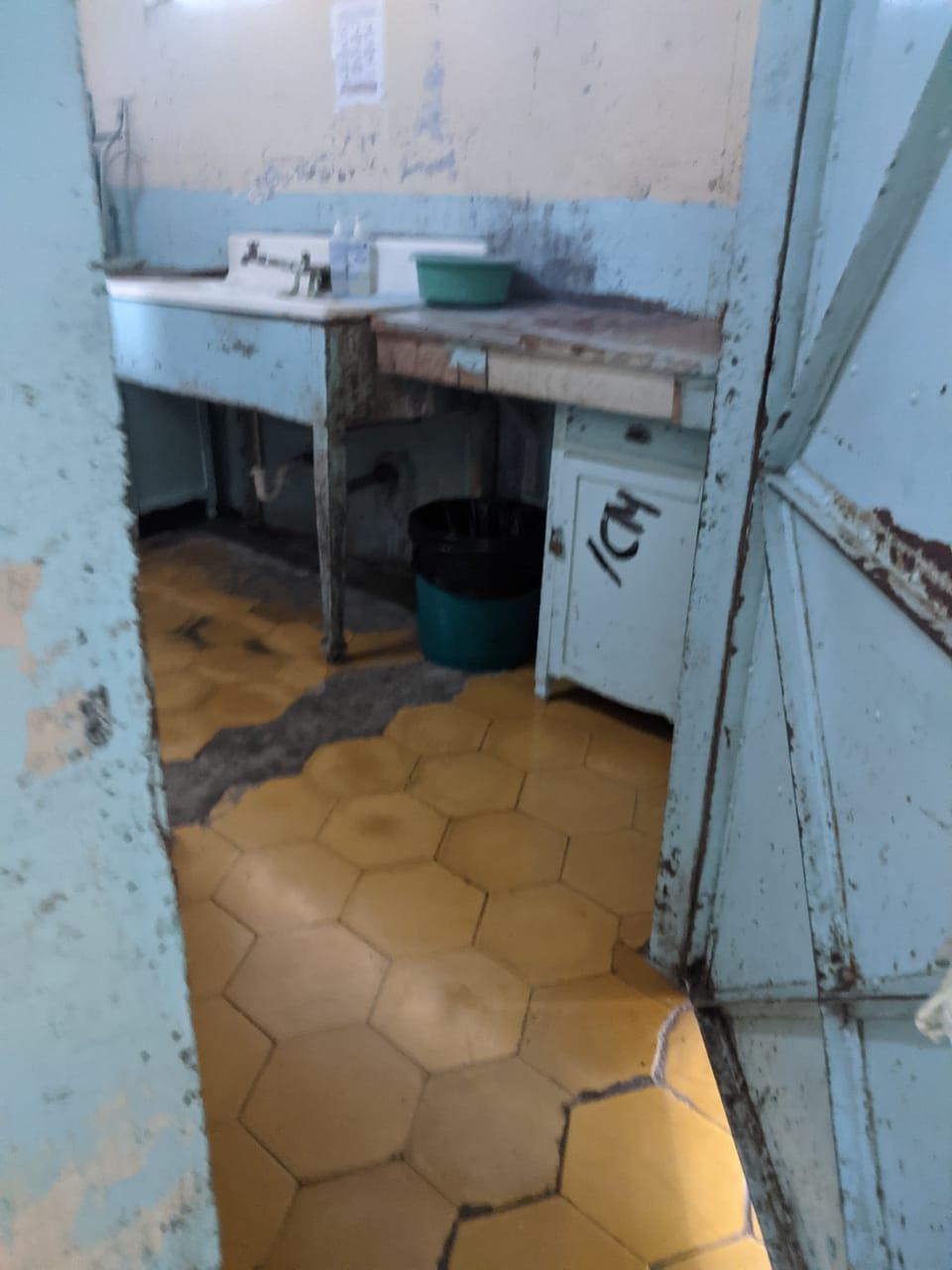 Denuncian mal estado de áreas del Hospital San Juan de Dios