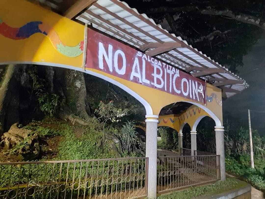 """Ciudadanos de Salcoatitán dicen """"NO AL BITCOIN"""""""
