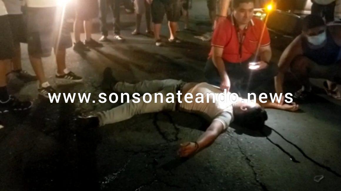 VIDEO: Motociclista en estado de ebriedad colisionó con un vehículo en Izalco