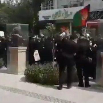 VIDEO: Miles de mujeres afganas protestan por sus derechos